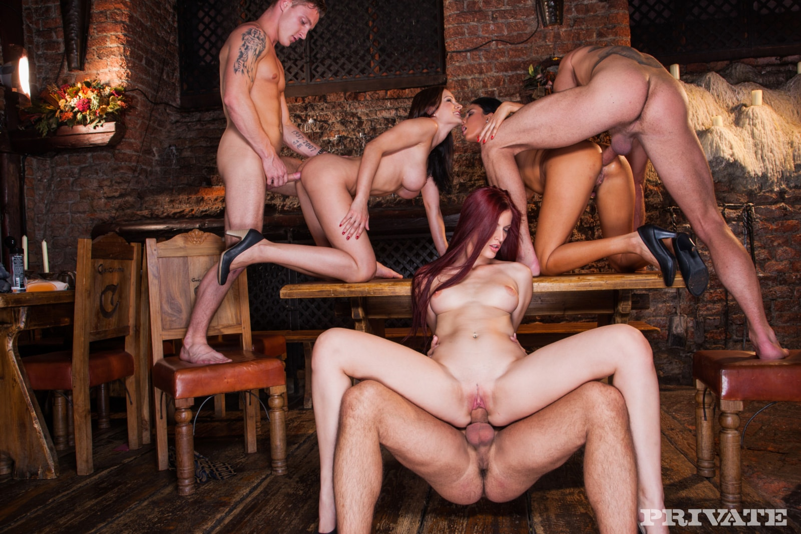 Девушек порно групповуха в кафе самотыком дрочит оргазм