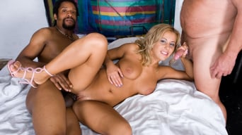 Amanda in 'Enjoys an Interracial Trio'