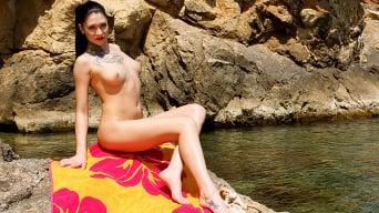 Erika Bellucci in 'Sunbathing slut loves anal'